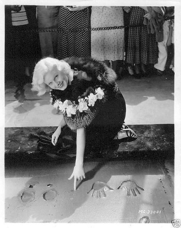 Jean-making-her-imprint-at-Graumans-Chinese-Theatre-in-1933